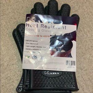 Kassa heat resistant cooking gloves NEW
